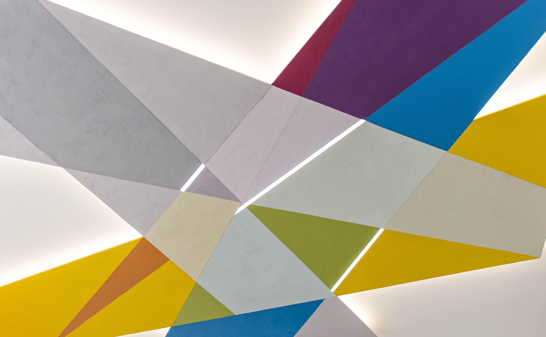 scultura luminosa e tavolo di design 8