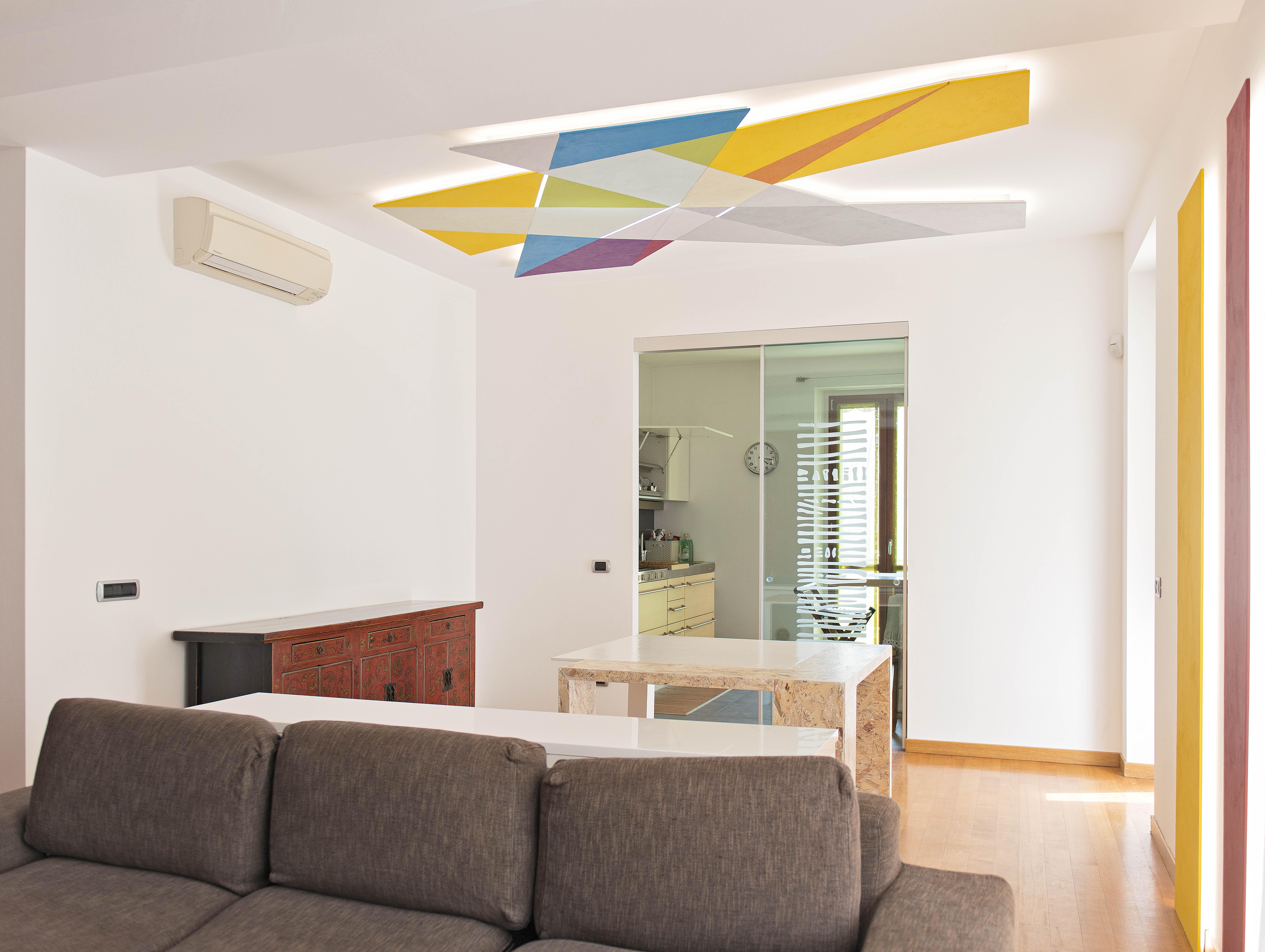 scultura luminosa e tavolo di design 01